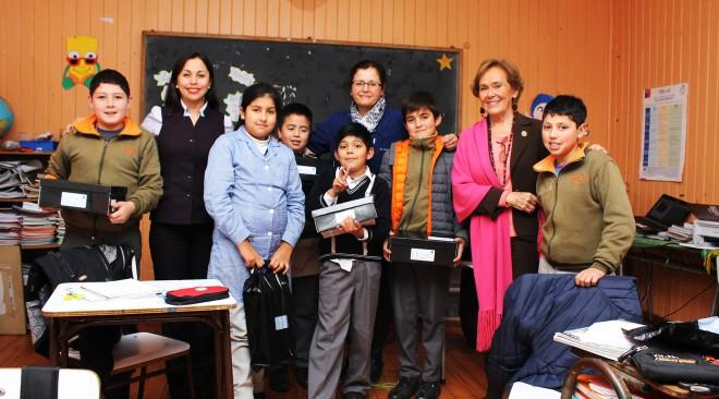 Alcaldesa inicia entrega de calzado escolar a alumnos de escasos recursos de La Unión